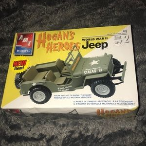AMT ERTL HOGANS HEROS WORLD WAR 2 Jeep SEALED